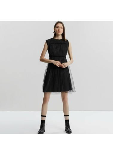 Yargıcı Büzgü Detaylı Elbise Siyah